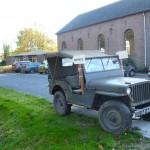 De jeep van dhr. Ten Pierik staat aan de straat